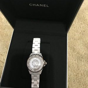 CHANEL Women's H2422 Analog Display Quartz Watch